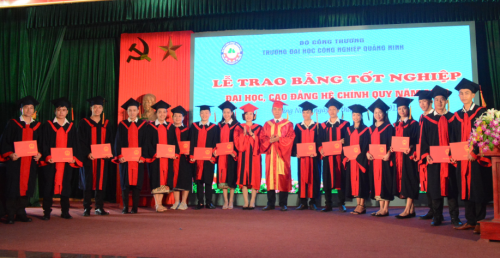 QuangNinh Industry University solemnly held the Graduation Ceremony of 2019